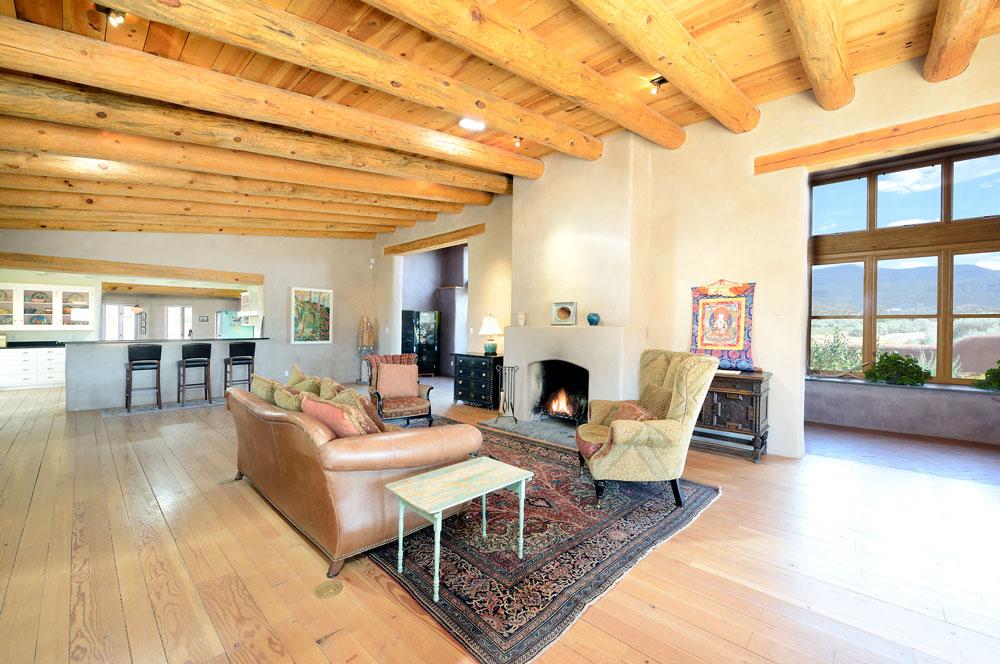 Great room in Abiquiu, NM