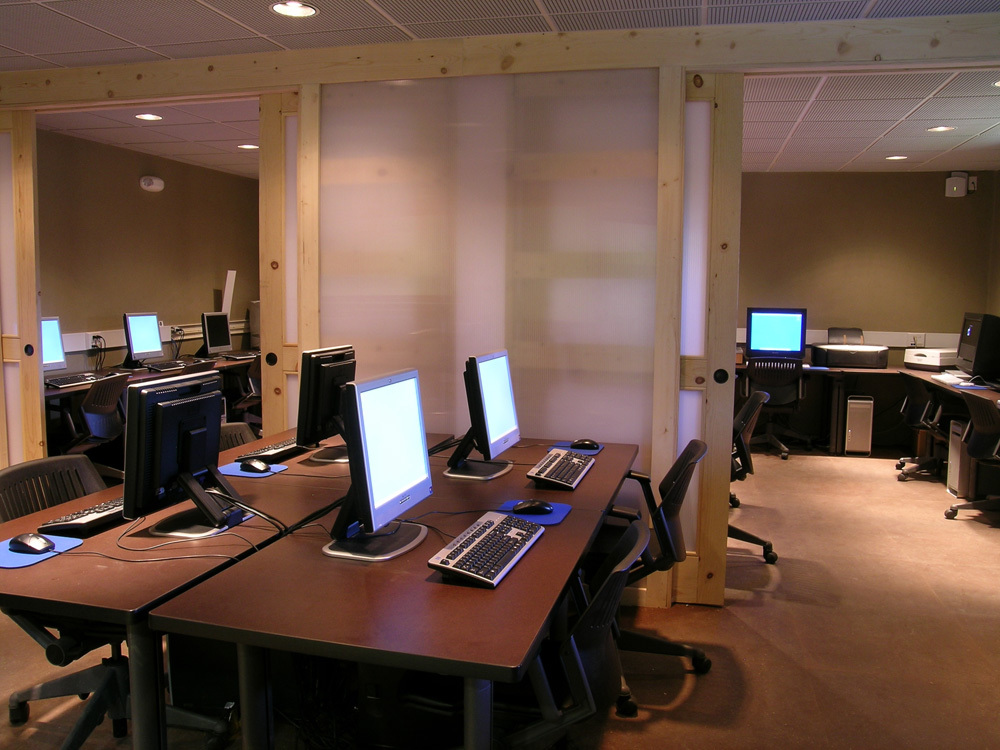 6 computer room at SMU Library in Taos